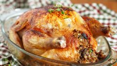 Как запечь в духовке фаршированную гречкой курицу