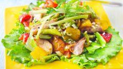 Салат с глазированной курицей
