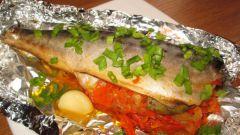 Как запечь скумбрию в духовке с картофелем