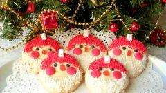 Бисквитные «Деды Морозы»: рецепт простого печенья к праздничному столу