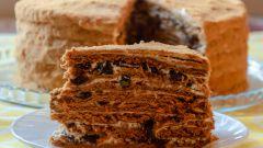 """Как приготовить торт """"Медовик"""" с черносливом и грецким орехом"""