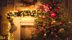 8 простых и оригинальных идей, как украсить ель и преобразить интерьер к Новому году