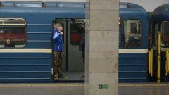 Почему нельзя удерживать двери в вагонах метро?