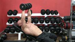Жим гантелей на наклонной скамье: техника выполнения