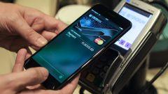 Как к айфону привязать карту для оплаты