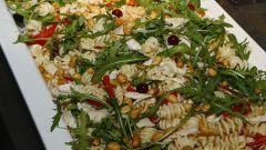 Как приготовить теплый салат с ветчиной или беконом