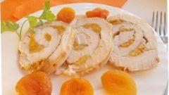 Как приготовить куриный рулет с курагой и сыром