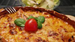 Как приготовить яичницу в итальянском стиле с помидорами и традиционными травами