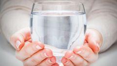 Как и для чего пить воду натощак утром