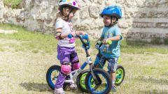 Как выбрать ребенку экипировку при покупке самоката или велосипеда