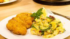 Как приготовить шницель из куриной грудки с картофельным салатом
