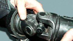 Как заменить крестовину на карданном вале: пошаговая инструкция