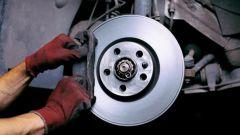 Как заменить тормозные колодки автомобиля своими руками
