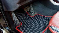 Преимущества и недостатки резиновых и тканевых ковриков для автомобиля