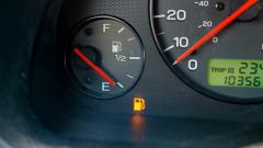 Как безопаснее ездить на автомобиле: с полным или почти пустым баком?