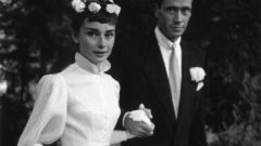 От Одри Хепберн до Кортни Лав: 10 малоизвестных свадебных нарядов звезд