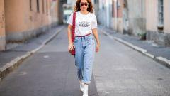 С чем носить джинсы-мом