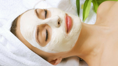 Как ухаживать за кожей во время карантина с помощью масок