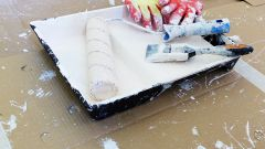 Как покрасить напольный плинтус из МДФ: важные рекомендации