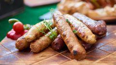 Как приготовить домашние колбаски из свинины и курицы