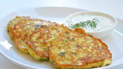 Как приготовить кабачковые оладьи с зеленью и сыром