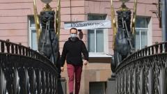 Петербург смягчает коронавирусные ограничения, но не стоит забывать про правила безопасности