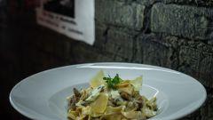 Как приготовить лапшу с грибами под сметанно-маковым соусом