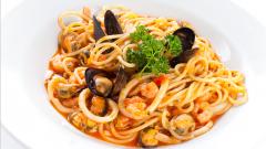 Как приготовить спагетти с моллюсками под пряным соусом с петрушкой