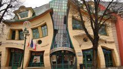 """Самые необычные здания мира: """"Кривой домик"""""""