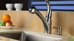 Как выбрать дозатор моющих средств для кухонной мойки