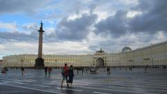 Когда в Петербурге появилась Дворцовая площадь и какие здания ее образуют