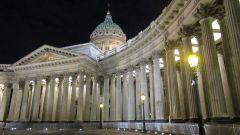 Сколько колонн в Казанском соборе, кто его архитектор и в каком году построили