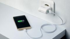 Почему смартфоны не укомплектовывают зарядными устройствами