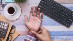 Синдром RSI: 3 упражнения для предотвращения мышечной руки