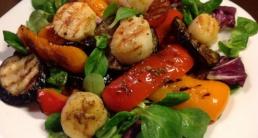 Салат из морских гребешков - интересные рецепты