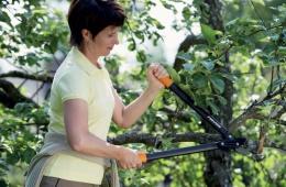 Веткорез контактный PowerGear предназначен для обрезки веток и сучьев растений