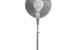Достаточно прочный, но в целом обычный напольный вентилятор
