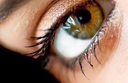 Легкий и недорогой крем для глаз