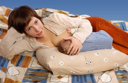 Удобная подушка для беременных и кормящих