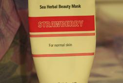 Освежает, слегка увлажняет, но запах все-таки не натуральный (хотя и не сильно химический)