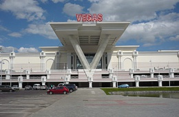 Самый большой ТРЦ в Москве, много развлечений, магазинов и кафе