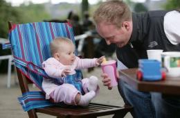Теперь детский стульчик всегда и везде с нами