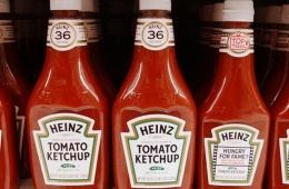 Хороший кетчуп в стеклянной бутылке