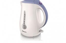 Philips HD 4677 – недорогой пластиковый чайник с удобной подставкой и объемом в 1,7 литра