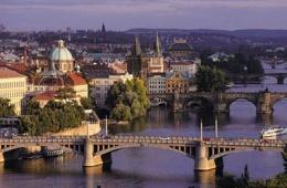 Древний и прекрасный Карлов Мост в Праге