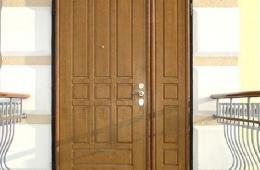 Под защитой двери