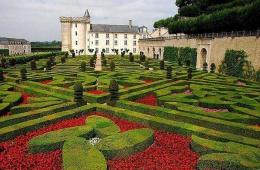 Знаменитые трехуровневые сады замка Вилландри