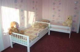 Удобная кровать из натурального дерева