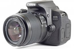 Прекрасная любительская зеркалка с объективом Canon EOS 650D Kit