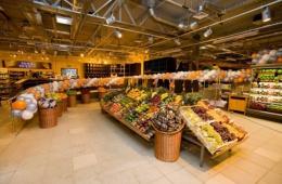 Супермаркет с вкусной едой собственного приготовления